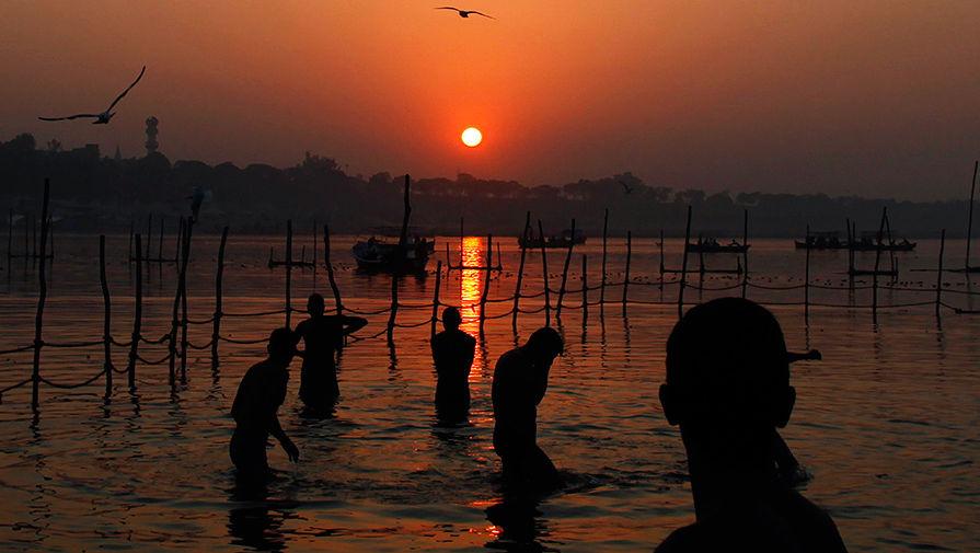 На берегу реки Ганг
