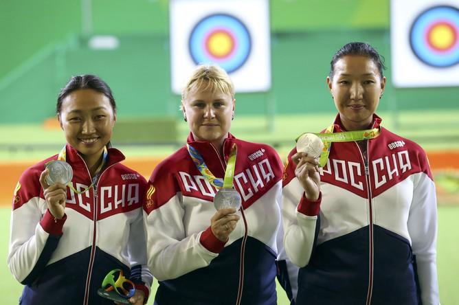 Женская сборная России по стрельбе из лука в командном первенстве проиграла в финале Олимпиады-2016 кореянками со счетом 1:5 и завоевала серебряные медали. Бронза досталась команде Тайваня.