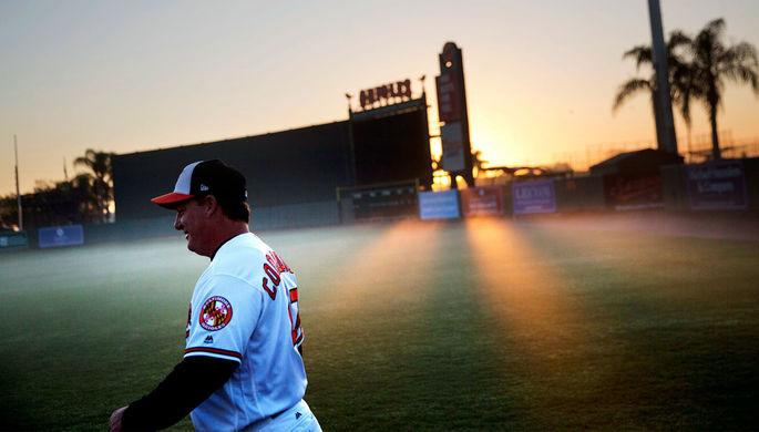 Утро над бейсбольным полем в городе Сарасота, Флорида, 20 февраля 2017 года