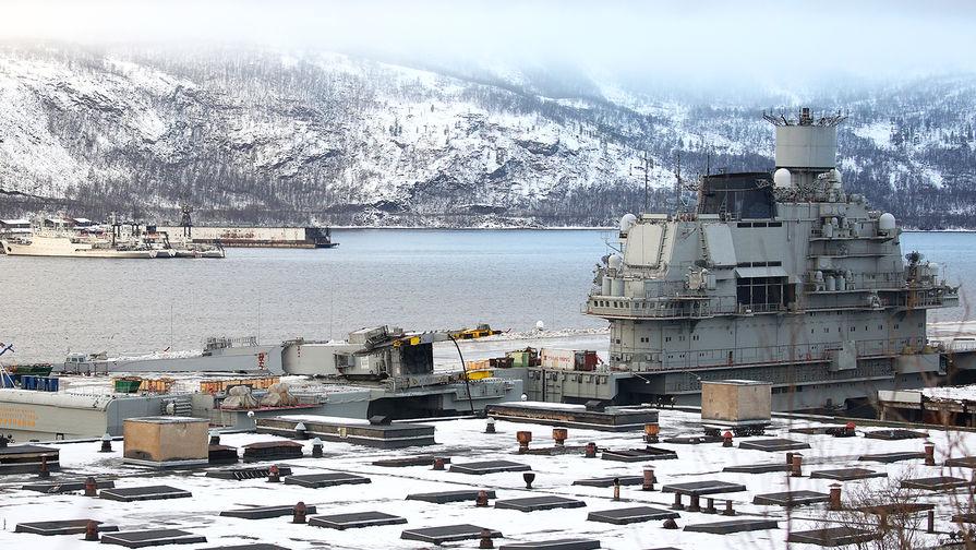 Крейсер «Адмирал Кузнецов» у причала 35-го судоремонтного завода в Мурманской области после аварии с доком ПД-50, ноябрь 2018 года