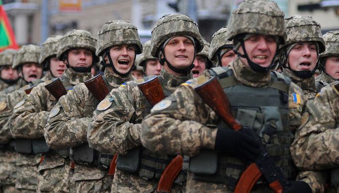 Военнослужащие вооруженных сил Украины на «Марше защитников Украины» по случаю празднования 25-й годовщины Вооруженных сил Украины во Львове, 2016 год