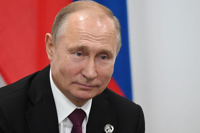 Президент России Владимир Путин во время беседы с президентом США Дональдом Трампом на полях саммита G20 в Осаке, 28 июня 2019 года