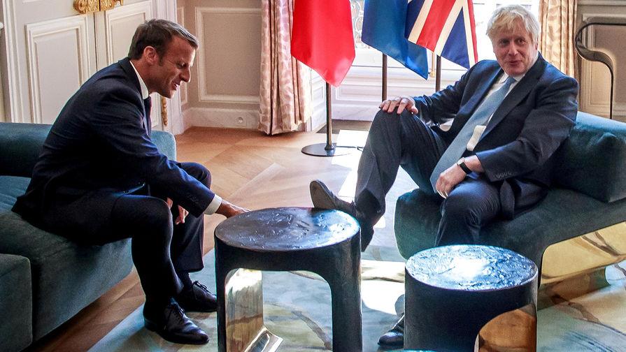Президент Франции Эмманюэль Макрон и премьер-министр Великобритании Борис Джонсон во время встречи в Елисейском дворце, 22 августа 2019 года