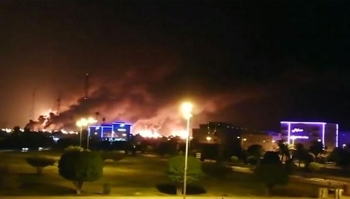 Последствия атаки дронов на объекты нефтяной инфраструктуры Саудовской Аравии, 15 сентября 2019 года (кадр из видео)