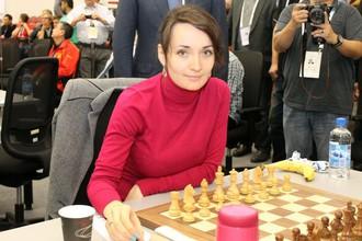 Екатерина Лагно, выступающая на первой доске сборной России, разгромила чемпионку мира Хоу Ифань.