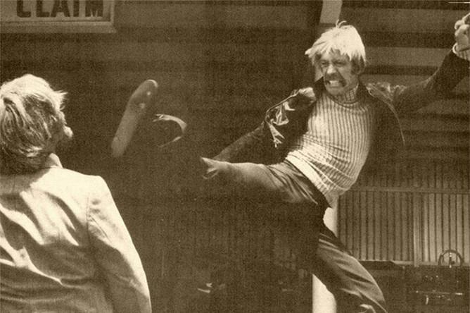 <b>«Хорошие парни ходят в черном» (1978)</b>. Фильм, в котором обучившийся актерскому мастерству Норрис освоил один из своих основных образов — вьетнамского ветерана, бьющегося за правду в мирное время