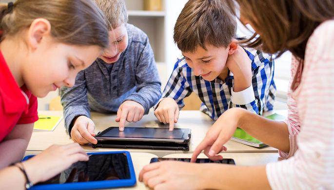 Итальянским школьникам запретили пользоваться смартфонами