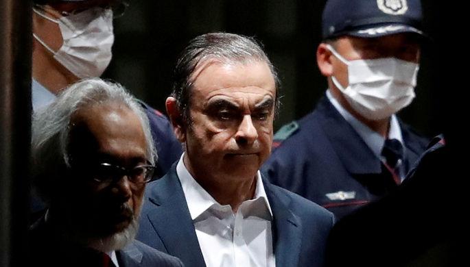 Гон улетел: бывший глава Nissan сбежал из Японии