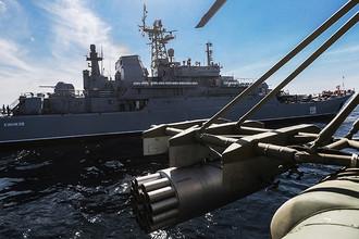 Большой десантный корабль «Цезарь Куников» (БДК-64) во время стратегических командно-штабных учений «Кавказ-2016» на полигоне Опук