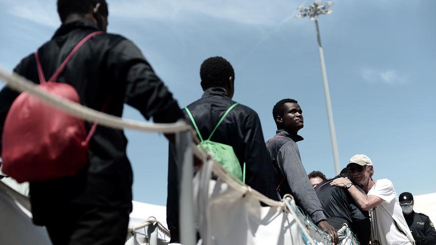 Эммануэль Макрон заявил о политическом кризисе в Европе из-за мигрантов