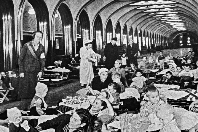 Бомбоубежище на станции метро «Маяковская» во время Великой Отечественной войны, 1941 год