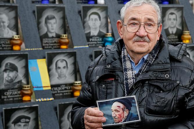Монумент памяти погибших в годовщину «майдана» в Киеве, 21 ноября 2017 года