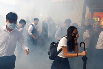 Полиция взялась за оружие: как протесты разрушают Гонконг