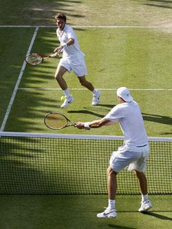Иногда теннисисты выходили к сетке