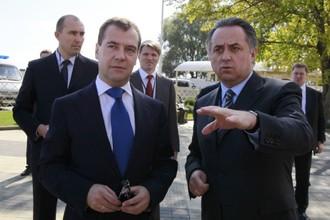 Председатель правительства РФ Дмитрий Медведев и министр спорта Виталий Мутко