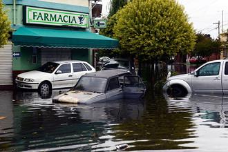 Аргентинские спасатели обнаружили более 100 человек, пропавших без вести после наводнения