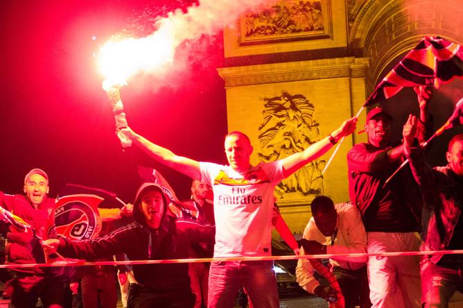 Фанаты ПСЖ бурно отмечают долгожданное чемпионство