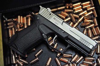 В метрополитене уроженец Чечни выстрелил из травматического пистолета в белорусов