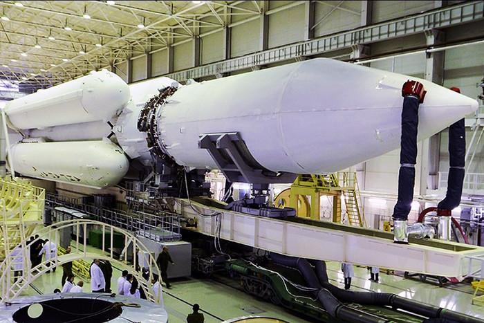 Роскосмос впервые заказал ракету «Ангара»