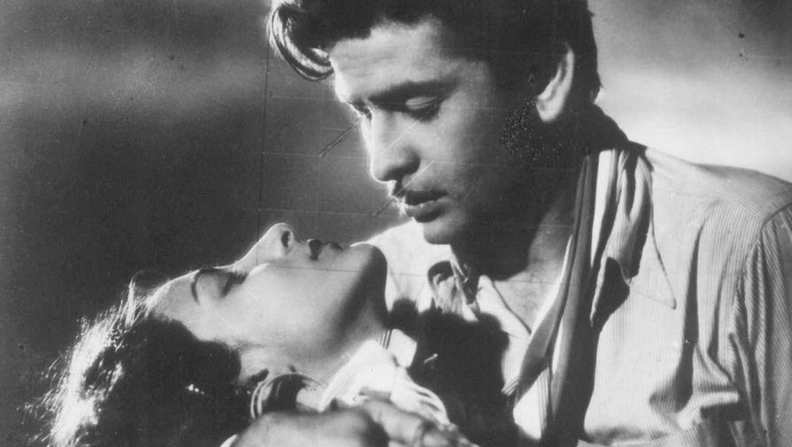 Наргис и Радж Капур в фильме «Испепеляющая страсть» (1948)