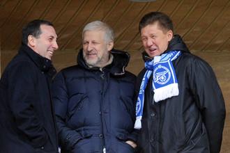 Сергей Фурсенко (в центре) возглавил ФК «Зенит»