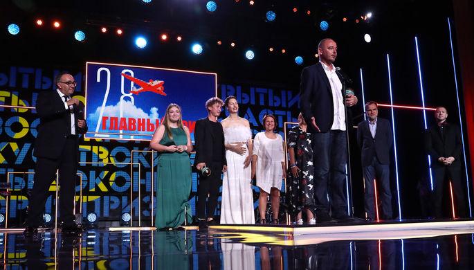 Продюсер Александр Роднянский (на втором плане слева) и режиссер Борис Хлебников (на первом плане в...