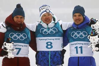 Александр Большунов (слева) и Андрей Ларьков (справа) получили на церемонии закрытия Игр медали за лыжный марафон