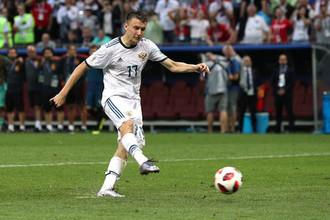 Александр Головин реализовывает послематчевый пенальти в матче с Испанией в 1/8 финала чемпионата мира