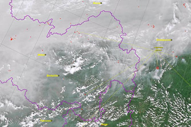 Снимок лесных пожаров в Сибири из космоса, 29 июля 2019