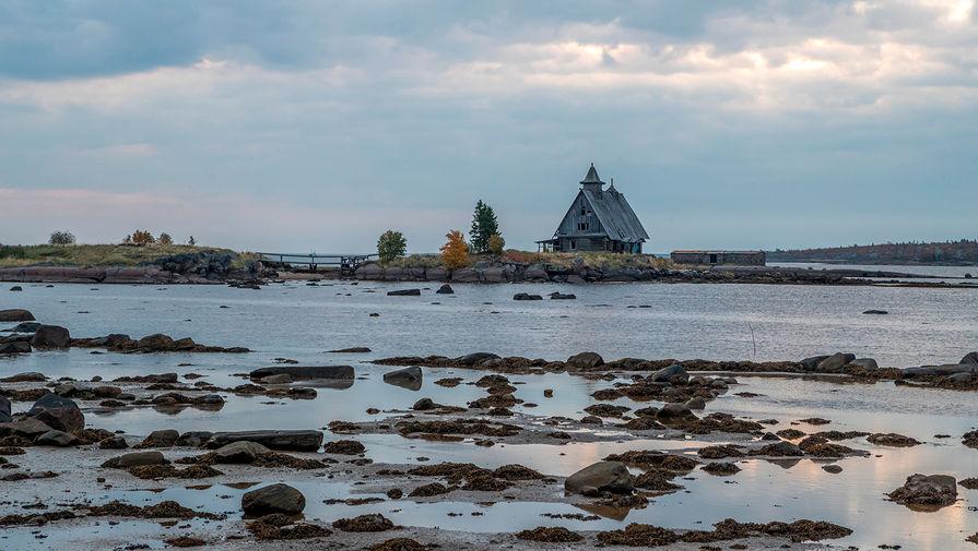 Церковь в поселке Рабочеостровск в Карелии до пожара