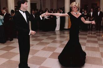 Принцесса Диана во время танца с актером Джоном Траволтой на ужине в Белом доме, 1985 год