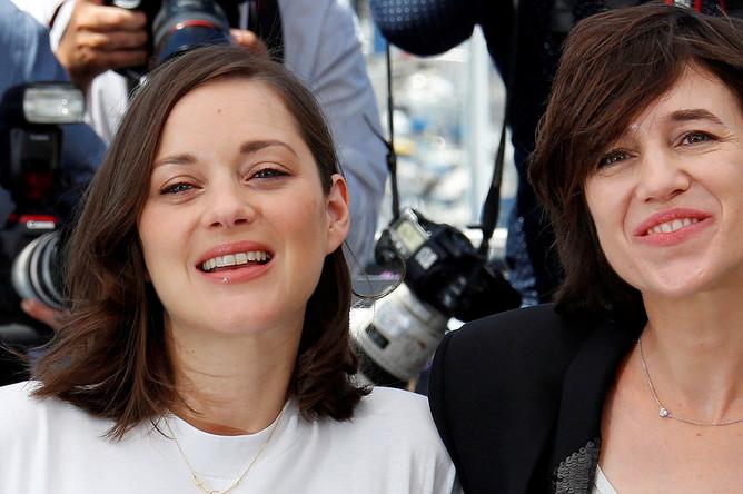 Марион Котийяр и Шарлотта Генсбур на открытии 70-го Каннского кинофестиваля