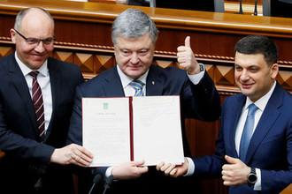 Президент Украины Петр Порошенко, спикер парламента Андрей Парубный и премьер-министр Владимир Гройсман на заседании в ООН, 19 февраля 2019 года