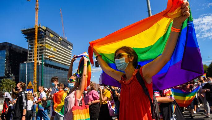 «Заставить подчиниться»: Еврокомиссия предлагает наказывать страны ЕС за гомофобию