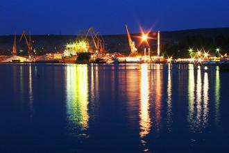 Вид на Феодосийский порт ночью