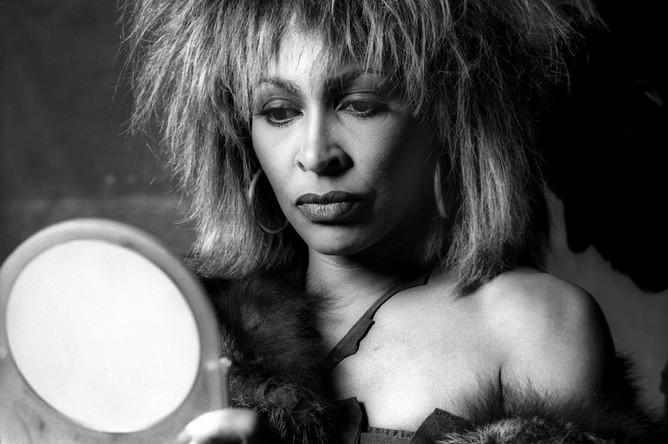 В июне 1984 года Тина Тернер выпустила в Америке свой альбом «Private Dancer», который впоследствии был продан тиражом в 11 млн копий