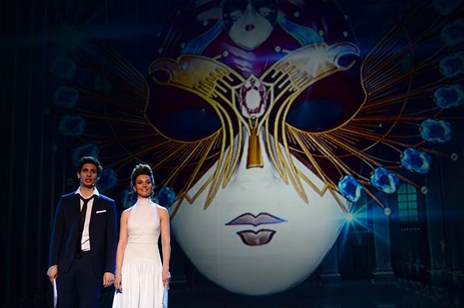 Ведущие Александр Молочников и Александра Урсуляк на церемонии вручения национальной театральной премии «Золотая маска»