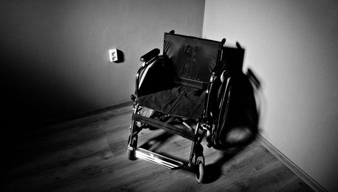 Избила утюгом и зарезала: что сиделка вытворяла с инвалидом