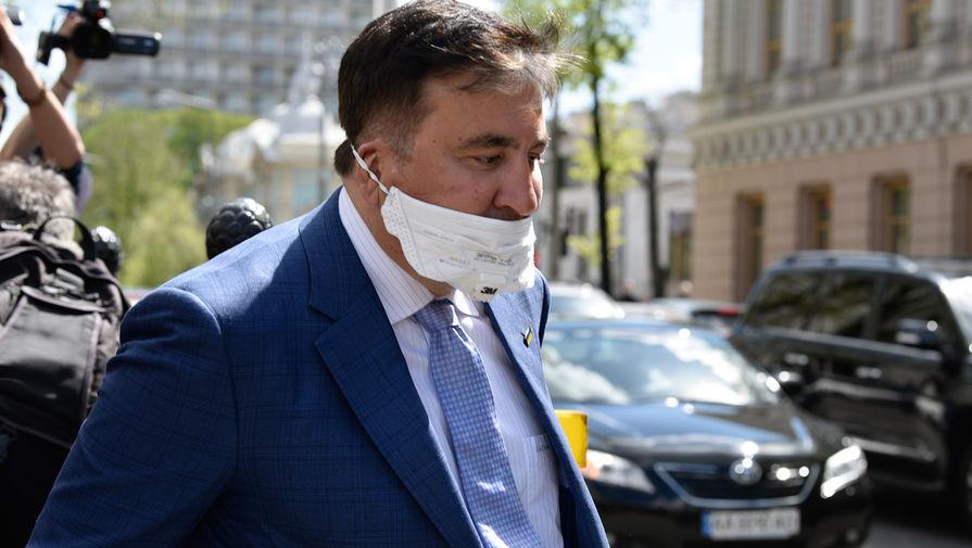 Бывший президент Грузии и экс-губернатор Одесской области Михаил Саакашвили после завершения встречи с депутатами фракции «Слуга народа» в Киеве, 24 апреля 2020 года
