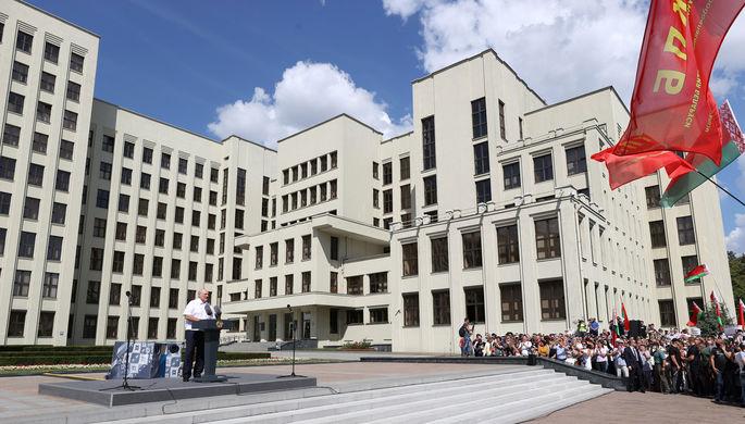 Жалобы и поддержка: белорусы дозвонились до парламента
