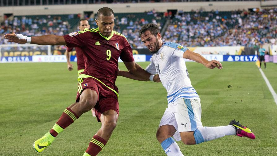 Рондон против Альваро Гонсалеса в матче Венесуэла — Уругвай