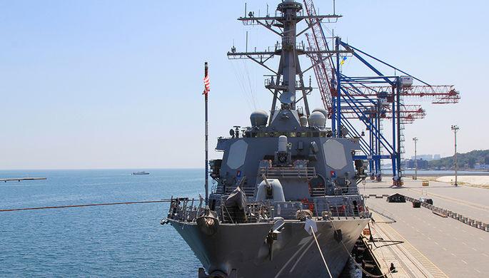 Корабль ВМС США, эсминец USS Ross (DDG71) в Одесском порту во время активной фазы...
