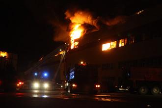 Москва. 8 октября 2017. Пожар на территории строительного рынка «Синдика» на 65-м километре МКАД