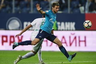 Защитник «Зенита» Эмануэль Маммана в матче с «Ахматом»