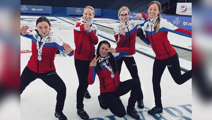 Сборная России по керлингу с серебряными медалями чемпионата мира