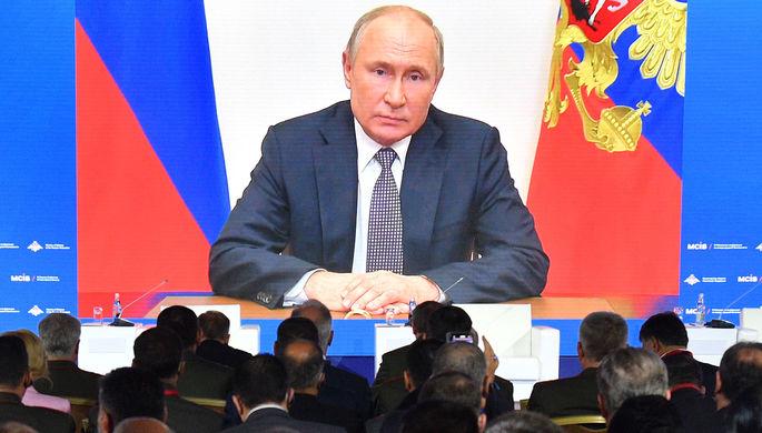 Участники и гости IX Московской конференции по международной безопасности смотрят видеообращение президента РФ Владимира Путина, 23 июня 2021 года