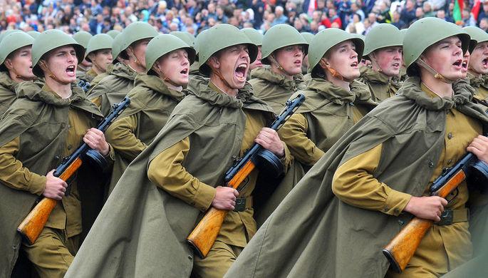 Военнослужащие на параде в Минске, посвященном празднованию Дня Независимости Белоруссии, 3 июля 2018 года