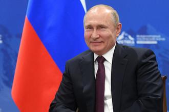 Президент России Владимир Путин во время встречи с президентом Финляндской Республики Саули Ниинистё на полях арктического форума в Санкт-Петербурге, 9 апреля 2019 года