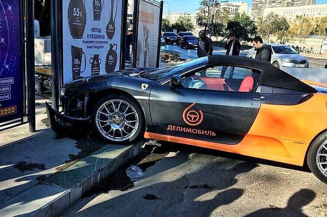 Последствия ДТП c автомобилем Ferrari из московского каршеринга