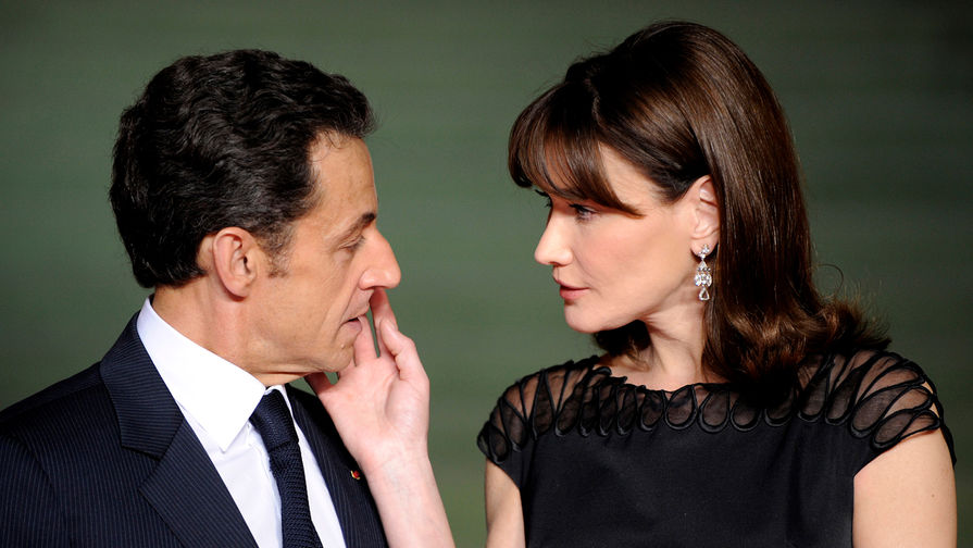 Карла-Бруни Саркози с супругом Николя Саркози на саммите НАТО в Баден-Бадене, Германия, 2009 год